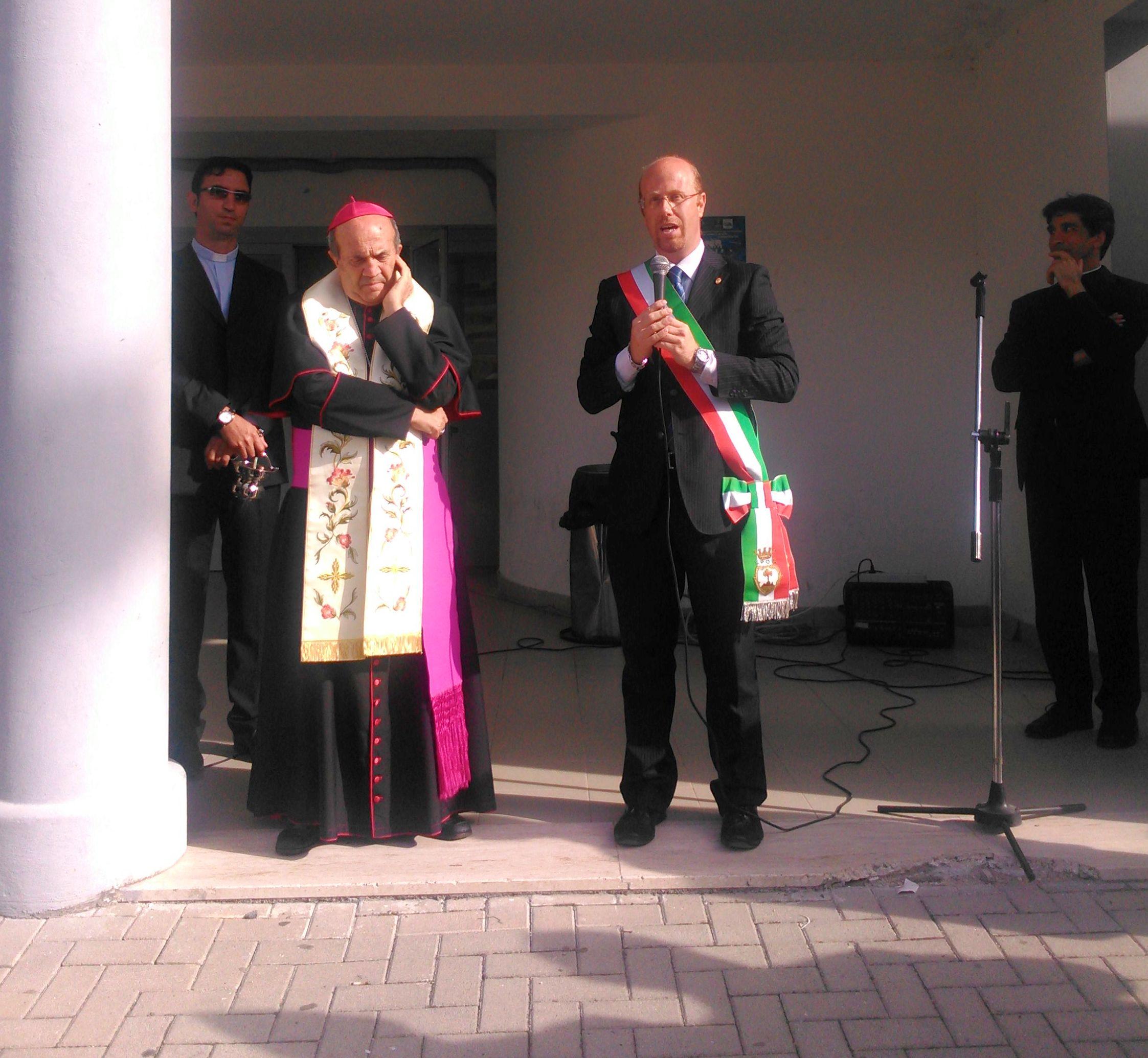 https://www.comune.olevanoromano.rm.it/immagini_news/public/immagine/21-Piscina-olevano-sindaco-e-Vescovo.jpg