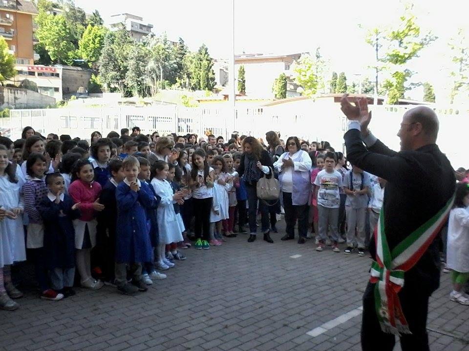 https://www.comune.olevanoromano.rm.it/immagini_news/public/locandina/60-Sindaco-e-Bambini.jpg