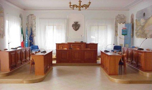 https://www.comune.olevanoromano.rm.it/resizer/resize.php?url=https://www.comune.olevanoromano.rm.it/immagini_news/public/locandina/49-40-27-Aula_Consil.jpg&size=591x350c0